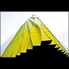 Stepped gable (Maerten Prins) Tags: building green colors up yellow modern grey colours steps groningen gable stepped sortof trapgevel umcg