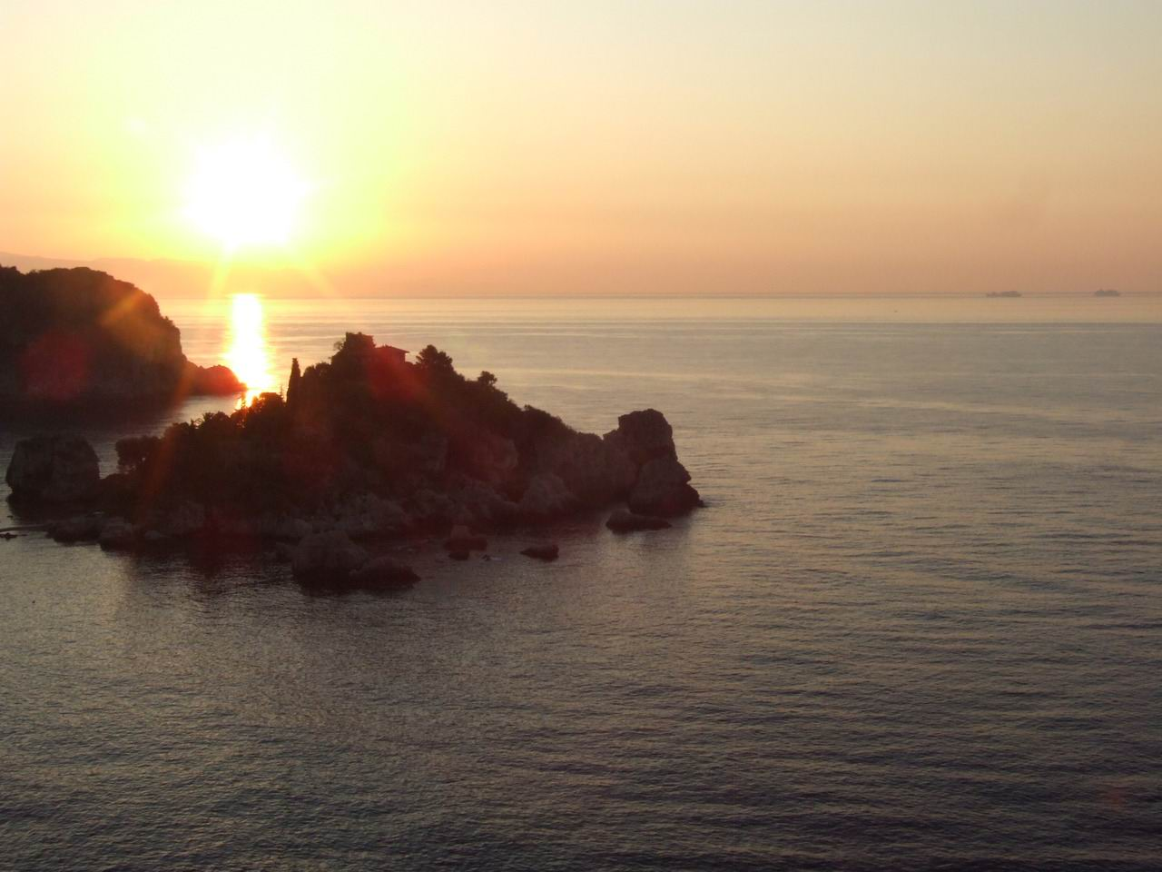 Dawn Sunset-Isola Bella-Taormina-Sicilia-Italy - Creative Commons by gnuckx