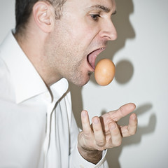 16/365  Omelette Day (thomas bach nielsen) Tags: selfportrait square egg january 365 50mmf18d januar 2010 16365 g 500x500 project365 nikond80 january162010 project36612010