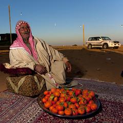 Saudi Arabia - Saudi hospitality in the desert (Eric Lafforgue) Tags: fruits carpet desert oldman arabic arabia toyota arabian saudiarabia bedouin ksa badu bedu saudiarabien arabie 1539 lafforgue arabiasaudita kingdomofsaudiarabia   arabiesaoudite   suudiarabistan arabsaudi   saoediarabi arabiasaudyjska
