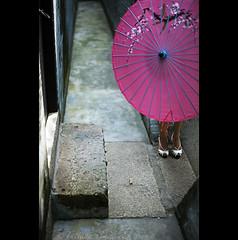 natural lotus feet - China (© Tatiana Cardeal) Tags: guangzhou china beauty digital umbrella temple women shoes asia village lotus sandals traditional chinese structure guangdong 中国 standards 2009 canton 中國 sheng cantão chatang 洪圣古庙 hongsheng 广州市区 茶塘村
