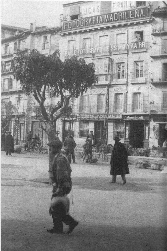 Plaza de Zocodover a inicios del siglo XX. Fotografía de Pedro Román Martínez