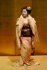 Maikodance03 (Jasper the Roclimbr) Tags: woman japan dance kyoto maiko geisha kimono naokazu