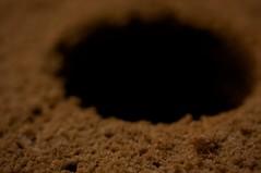 小さい穴と大きな穴