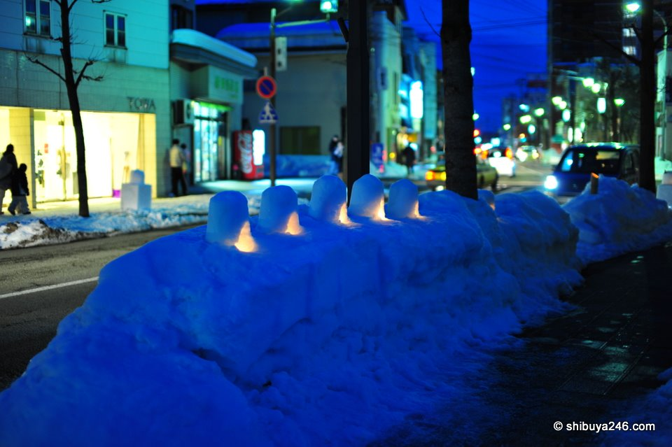 A few more mini snow huts set up on the side of the road. Lighting these all up at night with candles made a nice site, and at least the snow would help avoid any accidents with fire.