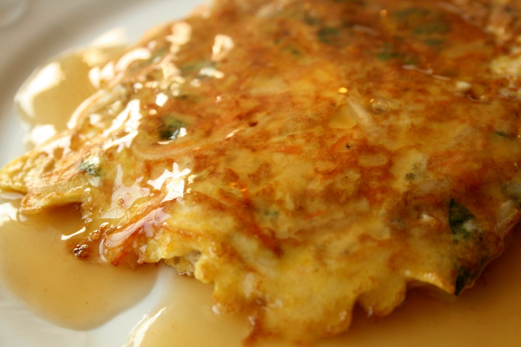 Some people make Egg Foo Young without a sauce, I just can not imagine ...