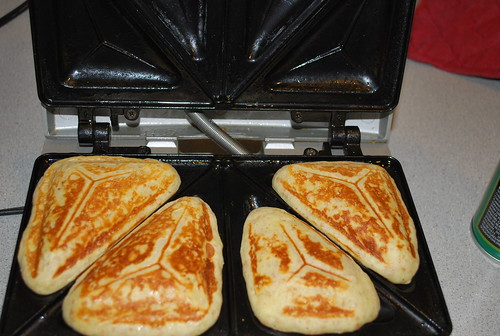 Feeding Picky: sandwich maker pancakes!!!