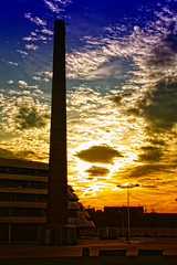 Al final del dia (Urugallu) Tags: canon atardecer asturias colores nubes gijon ocaso xixon poniente chimenea fomento mywinners finaldeldia urugallu elfinaldeldia astuires alacabareldia