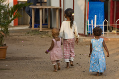 Three small girls walking home after breakfast  - Terre d'Espoir (Pondspider) Tags: poverty girls india children toddler child goa enfants enfant colva linde pauvret migrantworkers anneroberts annecattrell terredespoir janinegaiddon pondspider charitfranaise