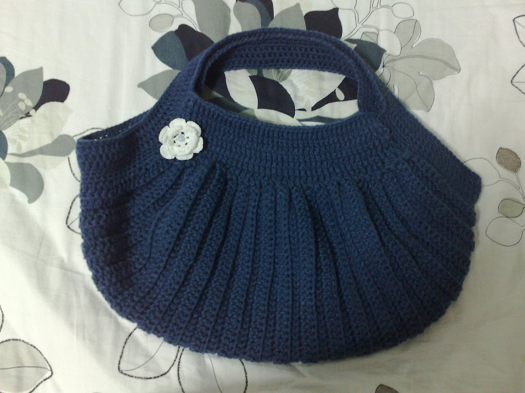 Crochet Patterns For Tote Bags : Pleated Crochet Bag - Part 1 (NEW BAG!) Miss Crafty Fingers