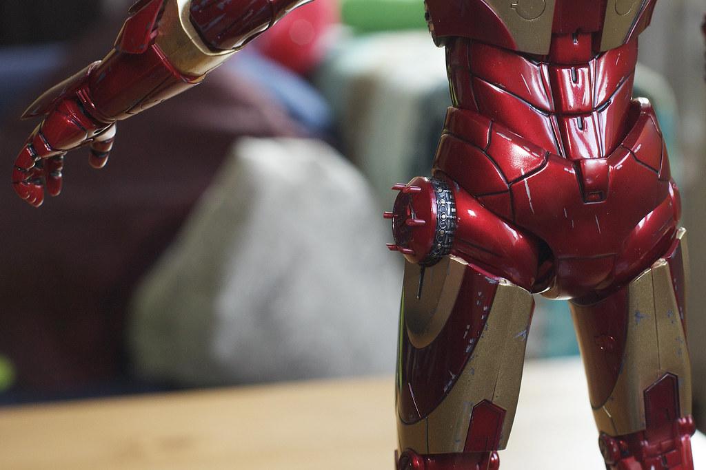 Hot Toys Battle Damaged Iron Man Mark III