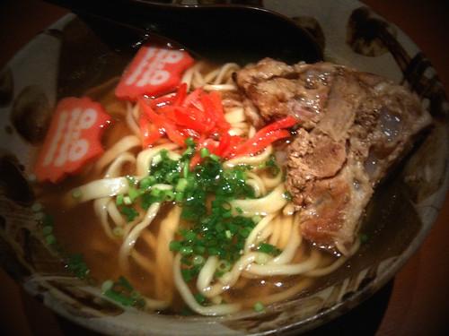 ここ数日味覚がおかしい。相変わらず食欲ないので、昼食は軽くたべられそうな沖縄そば。