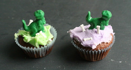 t-rex cupcake with bones II
