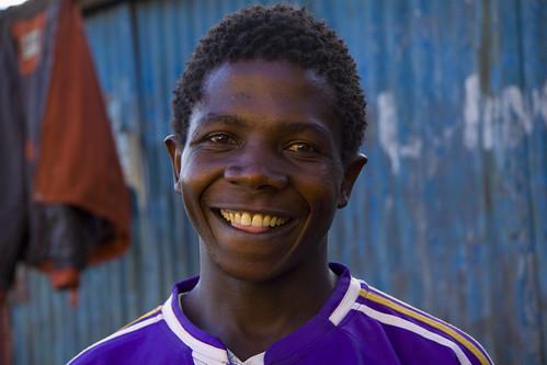 フリー画像| 人物写真| 男性ポートレイト| 外国人男性| 黒人| 笑顔/スマイル| ケニア人|     フリー素材|