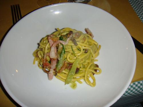Spaghettoni all'uovo all'amatriciana bianca e puntarelle romane