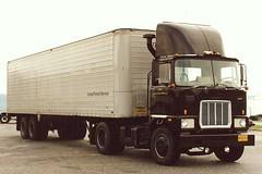 "Mack ""F"" UPS (PAcarhauler) Tags: tractor truck mack coe"