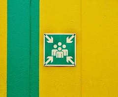 meeting (Heidelknips) Tags: green yellow wall meeting d90