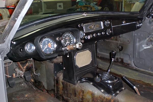Repainted dash, 1967 MGB GT