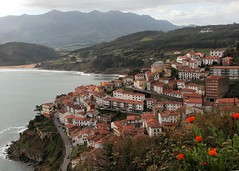 Llastres (Digital Owl) Tags: sea coast village asturias birdseye lastres asturies llastres mge digitalowl digiowl doctormateo
