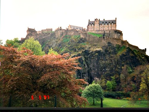 Waverly Gardens and Edinburgh Castle