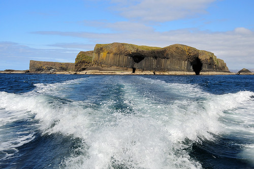 Leaving Staffa by cadviodi.