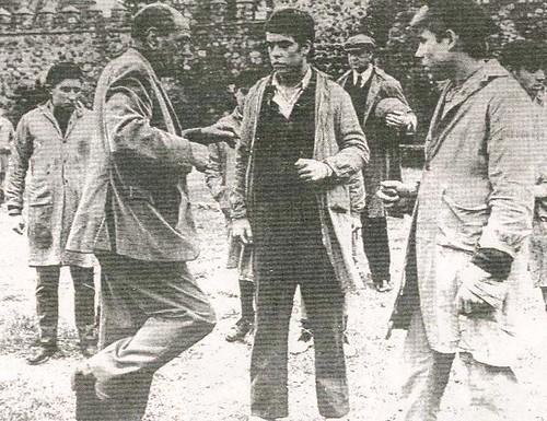 Luis Buñuel dirige el rodaje de Tristana en Toledo en 1969. Paseo de Recaredo. Diario Ya