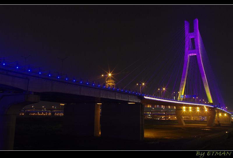 斜斜的張開 新北橋 吃完鹹蛋 夜間野人再曝