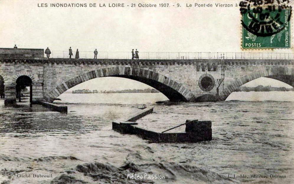 crue de la Loire au pont de Vierzon à Orléans le 21 octobre 1907