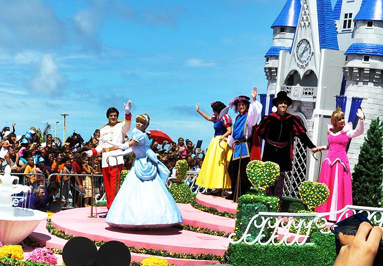 soteropoli.com fotos de salvador bahia brasil brazil parada walt disney 2010 mickey donald pluto nemo pooh toy story by tuniso (11)