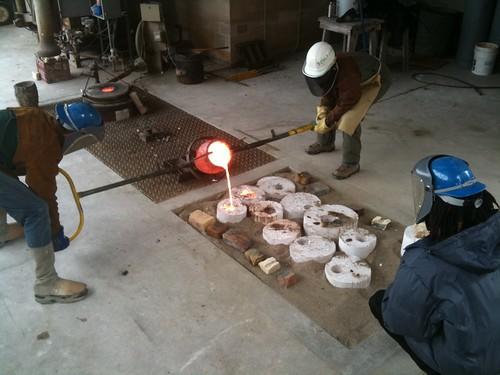 Pouring liquid bronze
