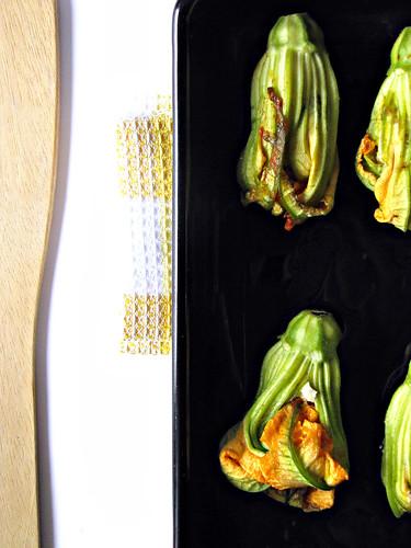 Fiori di Zucca Ripieni di Chèvre e Pomodori Secchi