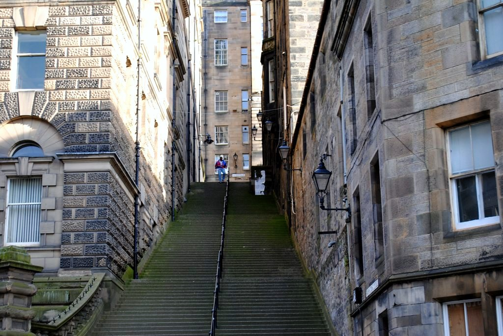 stairway alleys (SO harry potter)