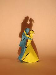 Last waltz (Neal Elias) (Danielle Verbeeten) Tags: art paper origami elias papier paperfolding papiroflexia vouwen lastwaltz vouwkunst nealelias papierkunst papiervouwen