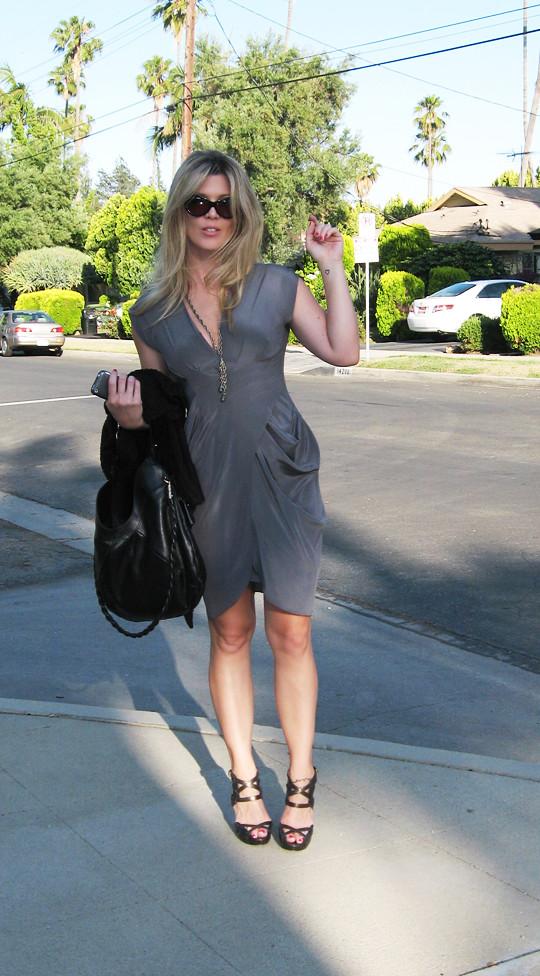 gray silk dress+bare feet+vintage chain necklace+tom ford sunglasses+ferragamo bag