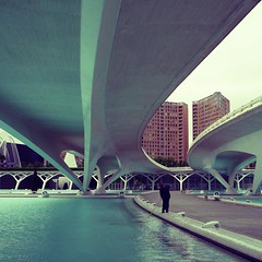 a working class hero is something to be (duineser) Tags: bridge blue españa water valencia architecture spain ponte acqua azzurro architettura santiagocalatrava spagna