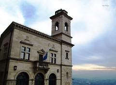San Marino II (Isabel Rodrguez) Tags: san italia edificio campana cielo bandera marino campanario horizonte mywinners