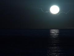... siamo tutti sopra questo mare (FranK.Dip) Tags: desktop sunset sea wallpaper sky panorama costa tramonto nuvole mare alba explore cielo sole salento puglia cartolina raggi brindisi fotogrfico orizzonte sfondo sfondi mareadriatico dip2 frankdip 11012010