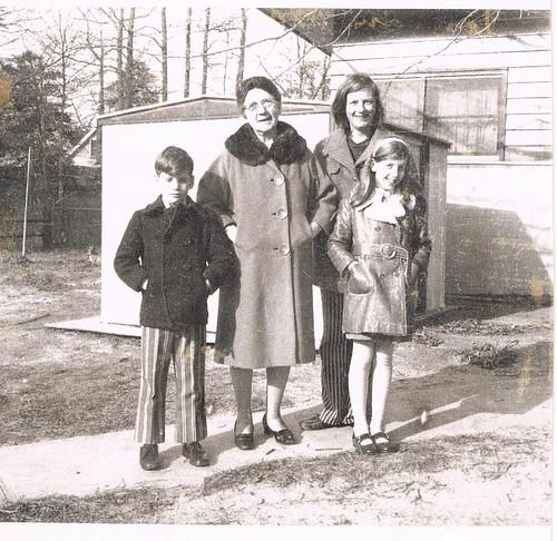 John Periale, Gertrude D'Ippolito Periale, Mary Elizabeth Winship & Elizabeth Anne Periale, Ocean Gate, NJ