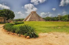 El Castillo-Chichén Itzá (DannyGar2013) Tags: mayan mexico yucatan elcastillo chichénitzá pyramid temple observatorystructure architecture ancientobservatories landscape