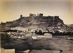 Νότια άποψη της Ακρόπολης, με το κτίριο Βάιλερ (παλιό στρατιωτικό νοσοκομείο) να ξεχωρίζει αριστερά. (Giannis Giannakitsas) Tags: αθηνα athens athen greece grece griechenland 19th century 19οσ αιώνασ ακροπολη acropolis κτιριο βαιλερ henri beck