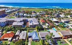 19 Macquarie Gr, Caves Beach NSW