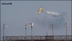 evoluzioni (imma.brunetti) Tags: aerei esibizione cielo spettacolo italia acrobazie vasto incendi vigilidelfuoco mare vastomarina frecce pontile balaustra lampioni