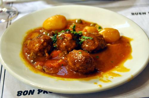 Kødboller med kartofler og sauce