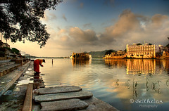 Udaipur, Gangaur Ghat (belthelem) Tags: trip travel india lake nikon asia rajasthan udaipur viajar ghat pichola rajastan t100 gangaur 100faves d80 35faves rajputana superaplus aplusphoto world100f saariysqualitypictures oracoob oracosm oracope magicunicornverybest magicunicornmasterpiece peregrino27newvision