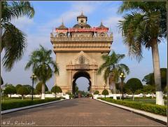 Patuxai (Ria Rotscheidt) Tags: city vakantie holidays colorful asia capital laos stad vientiane kleurrijk azie djoser hoofdstad