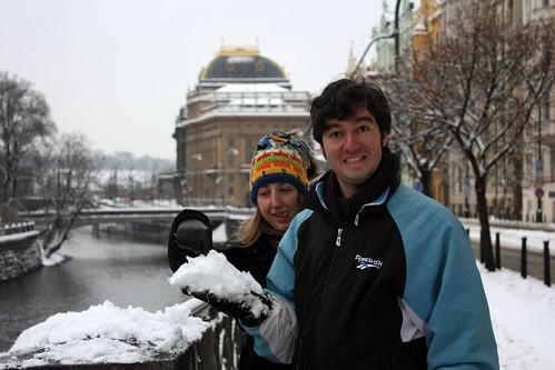 Foto com sorriso congelado em Praga