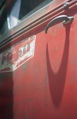 MOBIL oil (frontdrive34) Tags: film minolta kodak mobil portra kodakportra160vc minoltasrt101 classictruck selfdeveloped vintagetruck filmphotography f17 rokkor epsonscanner epson2450 tetenal historictruck frontdrive34