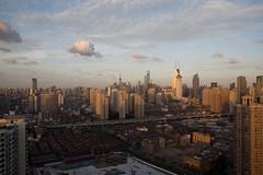 (arnd Dewald) Tags: china light panorama lamp skyline architecture licht shanghai architektur housing jingan   residential  pearltower leuchte huangpu orientalpearltower wohnungsbau arndalarm zhnggu   img5865e05pleklein