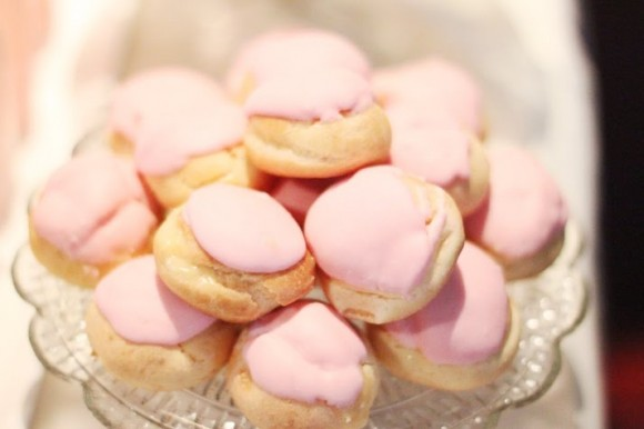 pink-frosting-profiteroles-580x386