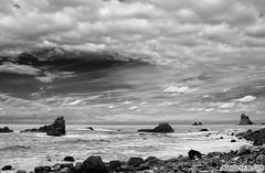 En algn lugar ... (Alexis Hernndez Romero) Tags: costa blancoynegro sol luces mar playa canarias cielo nubes tenerife sombras rocas piedras tierra roques ocanoatlntico anaga blackwhitephotos roquedelasbodegas canon40d alexishdezromero